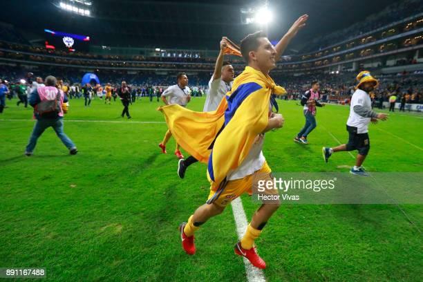 Jose Torres of Tigres celebrates after winning the second leg of the Torneo Apertura 2017 Liga MX final between Monterrey and Tigres UANL at BBVA...