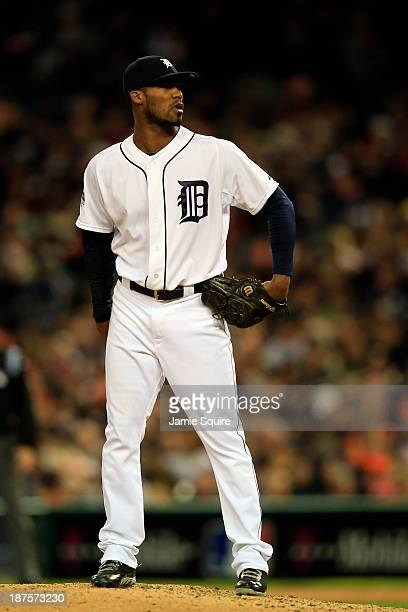 Jose Veras of the Detroit Tigers pitches against the Boston Red Sox during Game Five of the American League Championship Series at Comerica Park on...