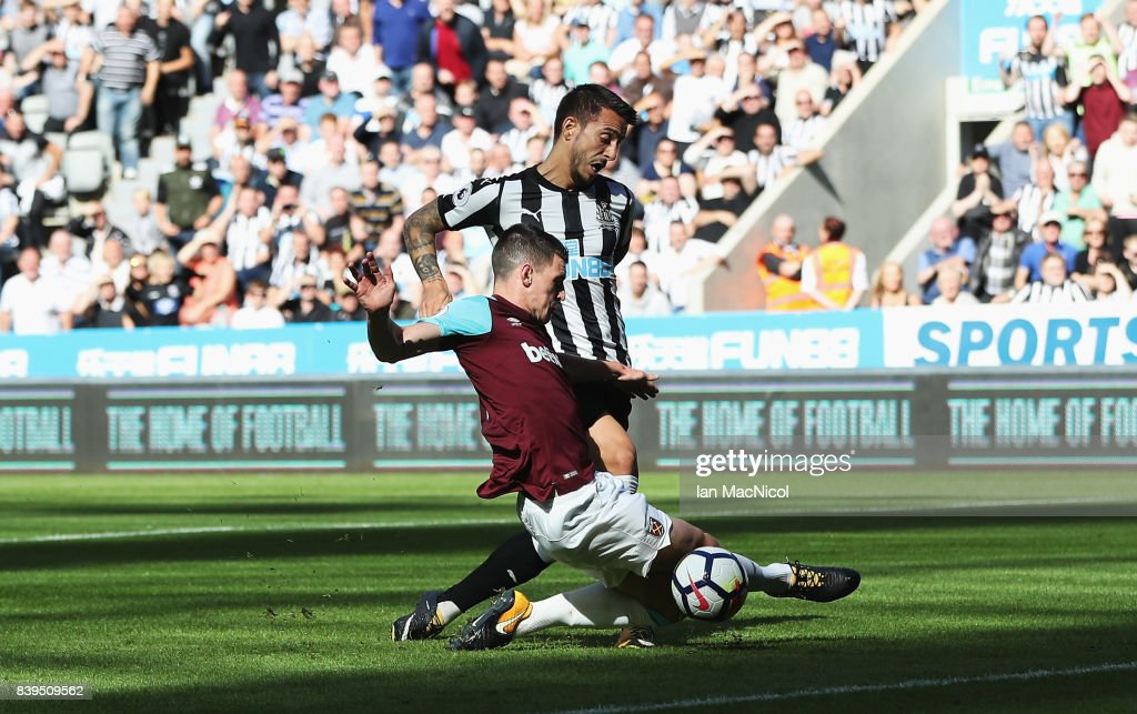 Joselu of Newcastle United scores his sides first goal during the Premier League match between Newcastle United and West Ham United at St. James Park on August 26, 2017 in Newcastle upon Tyne, England.