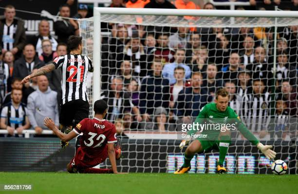 Joselu of Newcastle United scores his sides first goal during the Premier League match between Newcastle United and Liverpool at St James Park on...