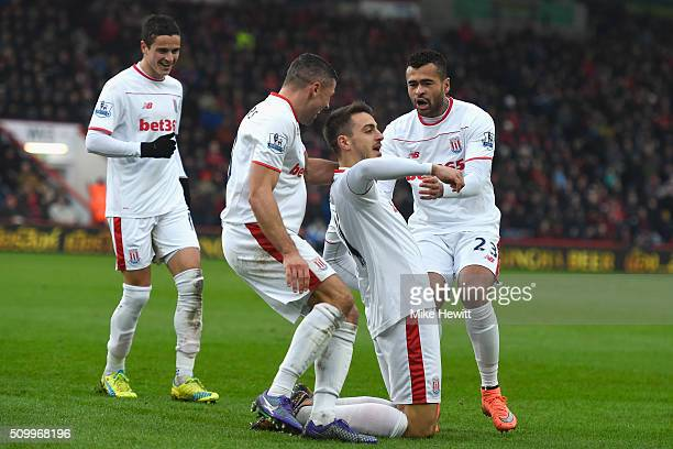 Joselu of Stoke City celebrates scoring his team's third goal with his team mates Ibrahim Afellay Jonathan Walters and Dionatan Teixeira during the...