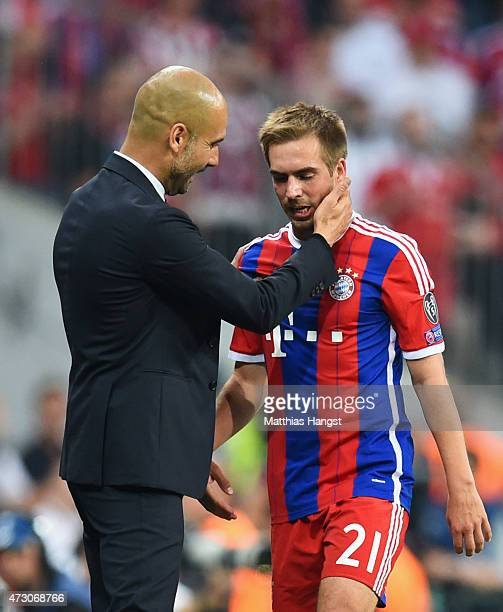 Josep Guardiola head coach of Bayern Muenchen speaks to Philipp Lahm of Bayern Muenchen during the UEFA Champions League semi final second leg match...