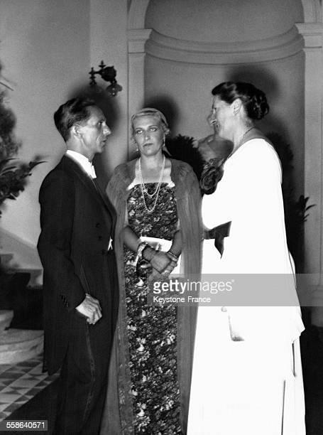 Joseph Goebbels est reçu au festival de musique de Bayreuth par la Directrice du festival Winifred Wagner lors de la représentation de Lohengrin en...