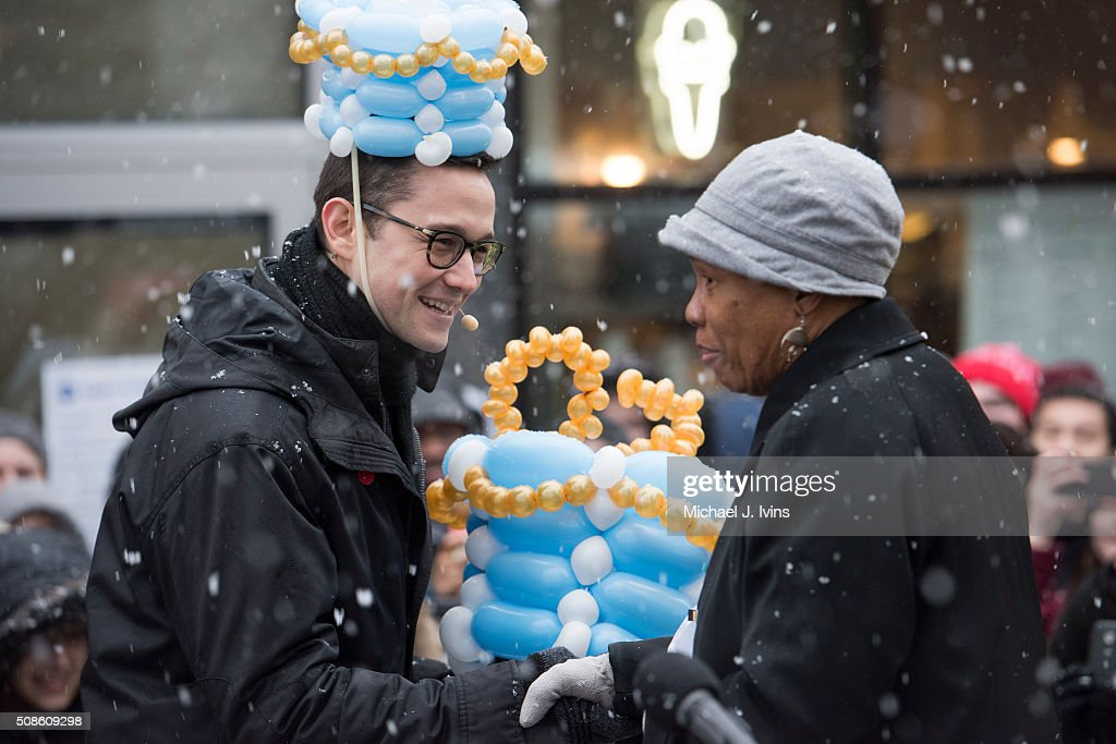 <a gi-track='captionPersonalityLinkClicked' href=/galleries/search?phrase=Joseph+Gordon-Levitt&family=editorial&specificpeople=213632 ng-click='$event.stopPropagation()'>Joseph Gordon-Levitt</a> is greeted by Cambridge Mayor E. Denise Simmons before being honored as the Hasty Pudding Theatricals 2016 Man Of The Year on February 5, 2016 in Cambridge, Massachusetts.