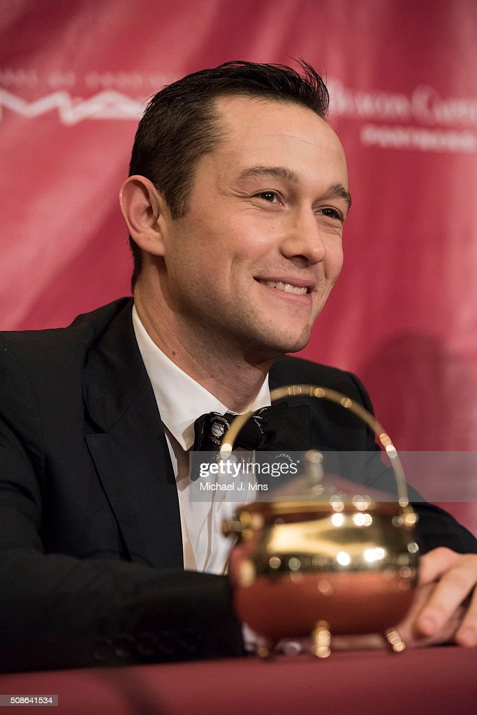 <a gi-track='captionPersonalityLinkClicked' href=/galleries/search?phrase=Joseph+Gordon-Levitt&family=editorial&specificpeople=213632 ng-click='$event.stopPropagation()'>Joseph Gordon-Levitt</a> is honored as the 2016 Hasty Pudding Man of the Year on February 5, 2016 in Cambridge, Massachusetts.