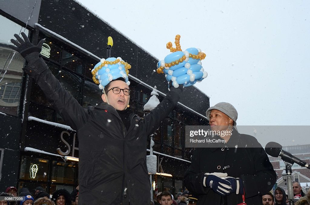 Joseph Gordon-Levitt with Cambridge Mayor Denise Simmons while being honored as The Hasty Pudding Theatricals' Man of the Year on February 5, 2016 in Boston, Massachusetts.