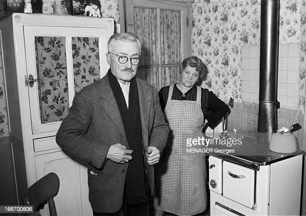 Josephine Baker And The Scavenger Of Saint Ouen That Found A Baby France Paris 31 décembre 1959 Portrait du chiffonnier de SaintOuen Pépère parrain...