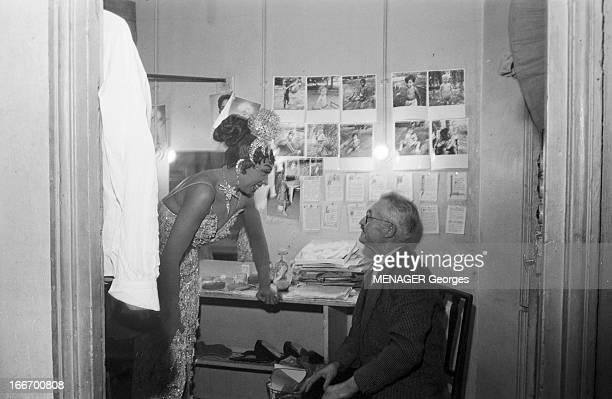 Josephine Baker And The Scavenger Of Saint Ouen That Found A Baby France Paris 31 décembre 1959 Josephine BAKER dans sa loge et le chiffonnier de...