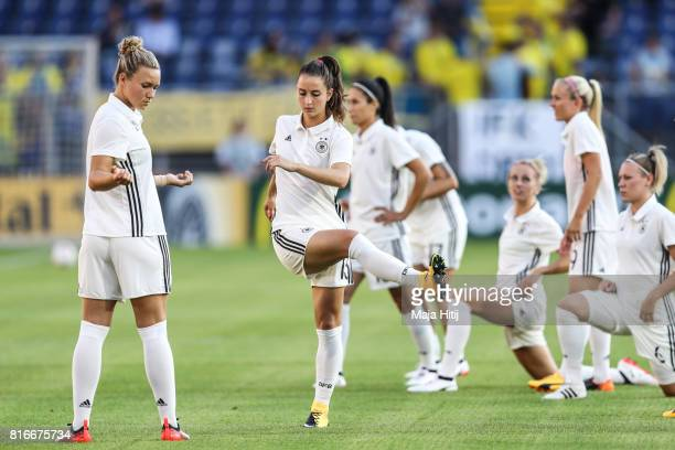 Josephine Henning Sara Daebritz and the team of Germany warms up prior the Group B match between Germany and Sweden during the UEFA Women's Euro 2017...