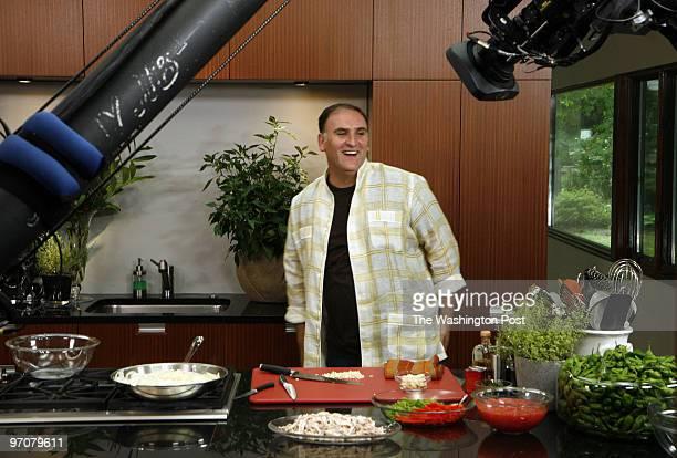 NEGATIVE# josephm 192737SLUGFD/JOSEDATE07/24/07 Bethesda MarylandPHOTOGRAPHERMARVIN JOSEPH/TWP DC celebrity chef Jose Andres filming the debut of his...