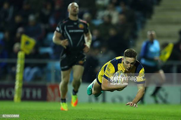 Josh Adams of Worcester Warriors scores a try during the Aviva Premiership match between Exeter Chiefs and Worcester Warriors at Sandy Park on...