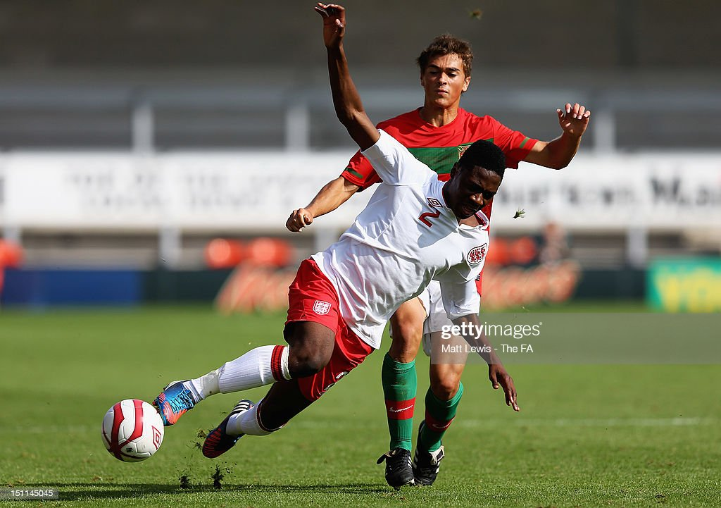 Josh Aina of England and Tomas Mota of Portugal challenge for the ball during the match between England U17 and Portugal U17 at Pirelli Stadium on September 2, 2012 in Burton-upon-Trent, England.