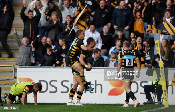 Josh Bassett of Wasps celebrates with team mate Jimmy Gopperth after scoring the last minute match winning try during the Aviva Premiership semi...