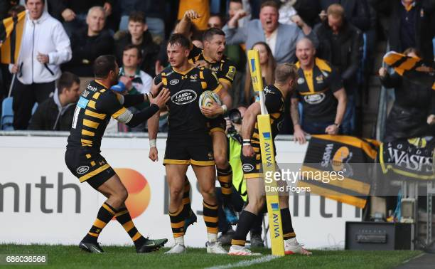 Josh Bassett of Wasps celebrates with team mates Willie le Roux and Jimmy Gopperth after scoring the last minute match winning try during the Aviva...