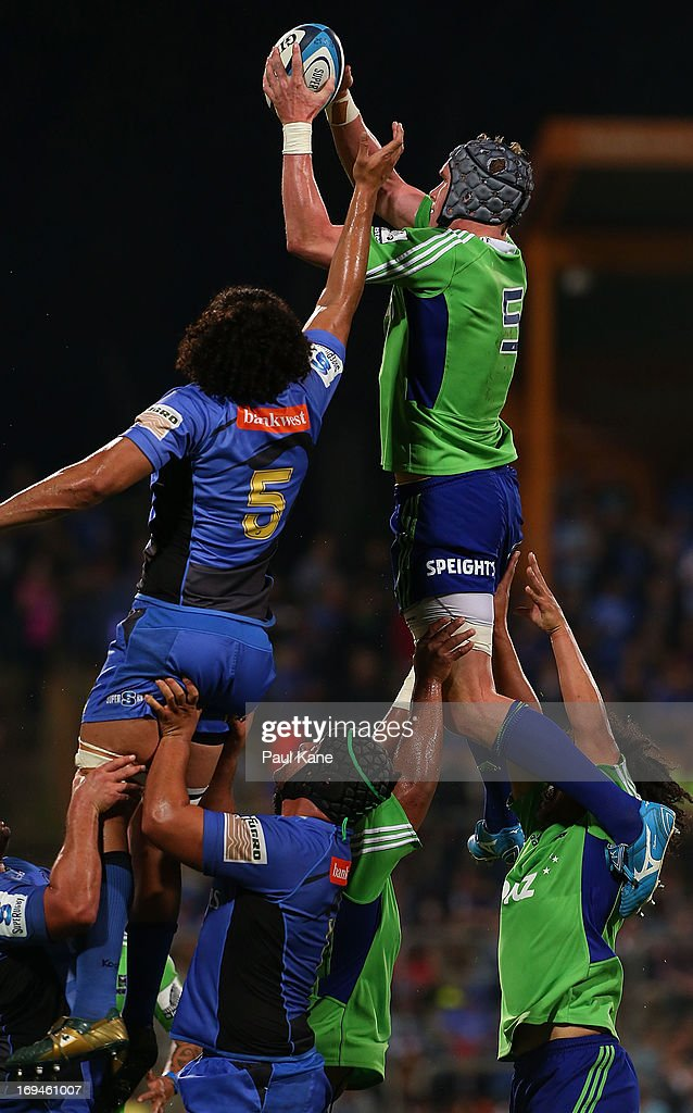 Josh Bekhuis of the Highlanders wins a line-out against Sam Wykes of the Force during the round 15 Super Rugby match between the Western Force and the Highlanders at nib Stadium on May 25, 2013 in Perth, Australia.