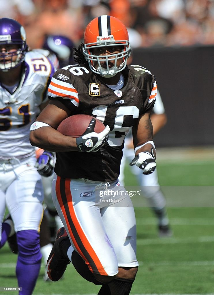 Josh Cribbs of the Cleveland Browns carries the ball during an NFL game against the Minnesota Vikings September 13 at Cleveland Browns Stadium in...