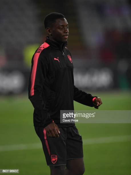 Josh Dasilva of Arsenal warms up before the UEFA Europa League group H match between Crvena Zvezda and Arsenal FC at Rajko Mitic Stadium on October...