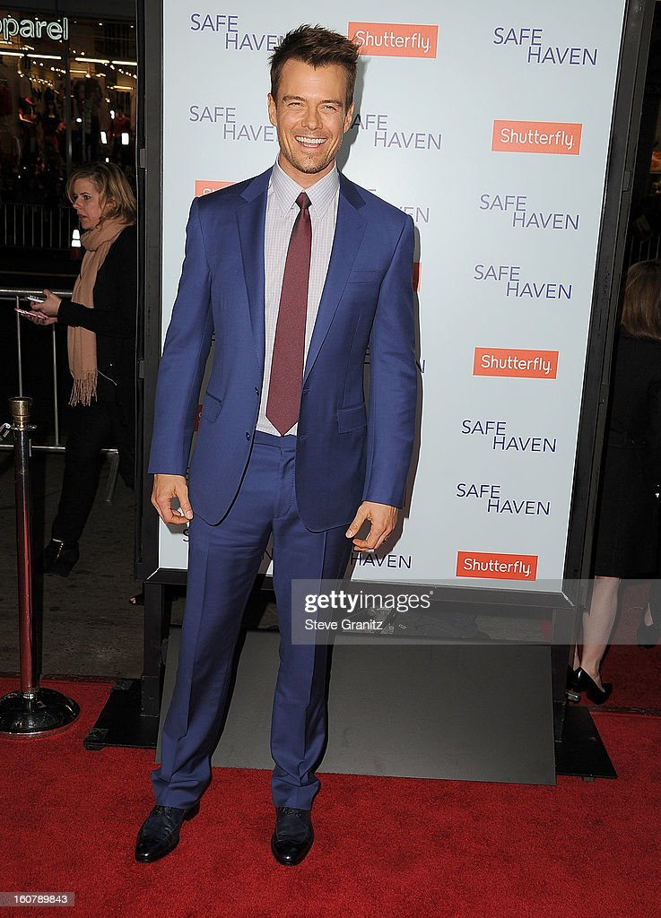 Josh Duhamel arrives at the 'Safe Haven' - Los Angeles Premiere at TCL Chinese Theatre on February 5, 2013 in Hollywood, California.
