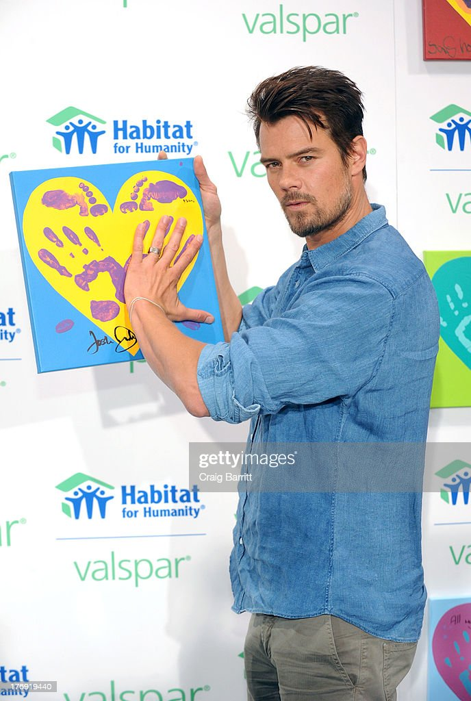 <a gi-track='captionPersonalityLinkClicked' href=/galleries/search?phrase=Josh+Duhamel&family=editorial&specificpeople=208740 ng-click='$event.stopPropagation()'>Josh Duhamel</a> attends the Valspar Hearts and Hands for Habitat unvieling at Bath House Studios on August 19, 2013 in New York City.