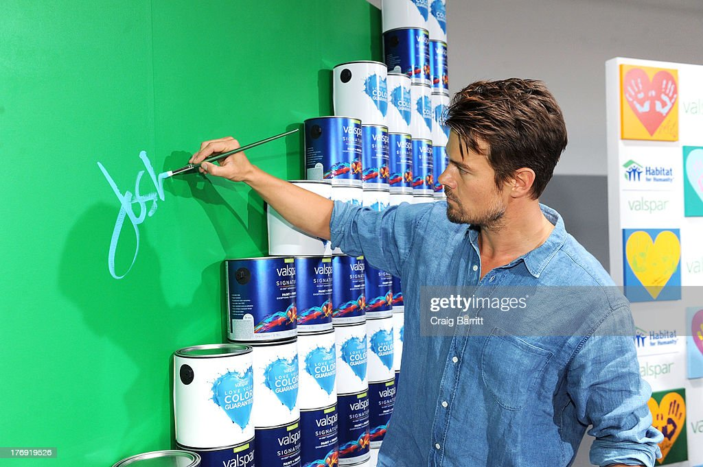 <a gi-track='captionPersonalityLinkClicked' href=/galleries/search?phrase=Josh+Duhamel&family=editorial&specificpeople=208740 ng-click='$event.stopPropagation()'>Josh Duhamel</a> attends the Valspar Hearts and Hands for Habitat unveiling at Bath House Studios on August 19, 2013 in New York City.