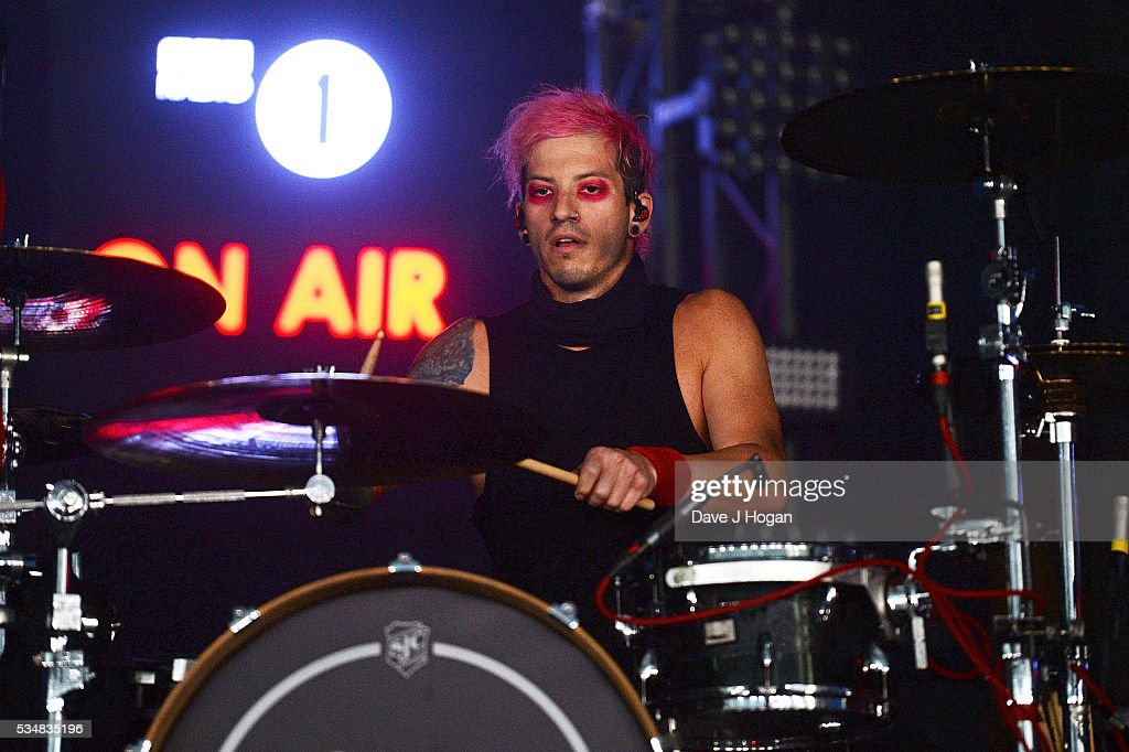 <a gi-track='captionPersonalityLinkClicked' href=/galleries/search?phrase=Josh+Dun&family=editorial&specificpeople=9716396 ng-click='$event.stopPropagation()'>Josh Dun</a> of Twenty One Pilots performs during day 1 of BBC Radio 1's Big Weekend at Powderham Castle on May 28, 2016 in Exeter, England.
