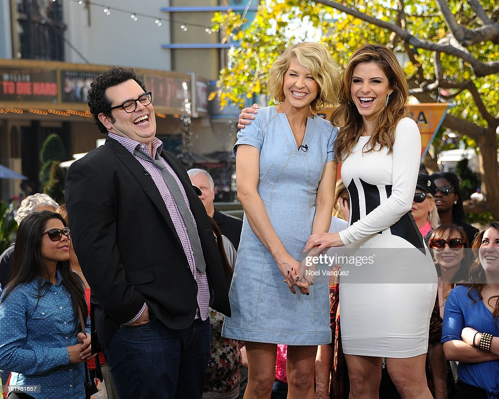 Josh Gad, Jenna Elfman and Maria Menounos visit Extra at The Grove on February 14, 2013 in Los Angeles, California.