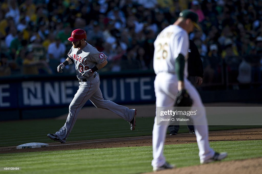 Josh Hamilton #32 of the Los Angeles Angels of Anaheim rounds the bases after hitting a two run home run off of <a gi-track='captionPersonalityLinkClicked' href=/galleries/search?phrase=Scott+Kazmir&family=editorial&specificpeople=217724 ng-click='$event.stopPropagation()'>Scott Kazmir</a> #26 of the Oakland Athletics during the third inning at O.co Coliseum on August 24, 2014 in Oakland, California.