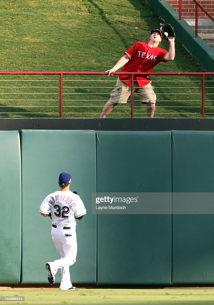 Josh Hamilton #32 of the Texas Rangers watches a fan catch the home run of Evan Longoria of the Tampa Bay Rays on August 29, 2012 at the Rangers Ballpark in Arlington in Arlington, Texas.