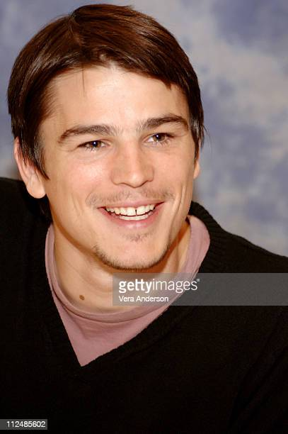 Josh Hartnett during 'The Black Dahlia' Press Conference with Scarlett Johansson Josh Hartnett and Brian De Palma at Millennium Biltmore Hotel in Los...