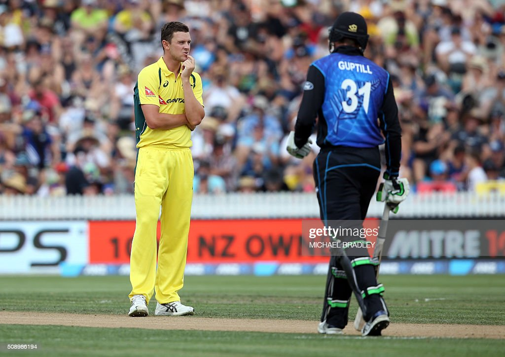 Josh Hazlewood (L) of Australia reacts after bowling as New Zealand's Martin Guptill looks on, during the third one-day international cricket match between New Zealand and Australia at Seddon Park in Hamilton on February 8, 2016.   AFP PHOTO / MICHAEL BRADLEY / AFP / MICHAEL BRADLEY