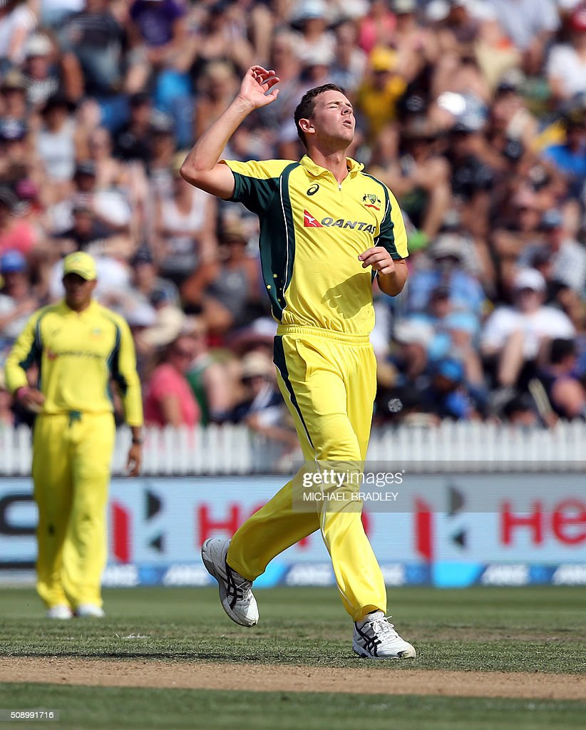 Josh Hazlewood of Australia reacts after bowling during the third one-day international cricket match between New Zealand and Australia at Seddon Park in Hamilton on February 8, 2016.   AFP PHOTO / MICHAEL BRADLEY / AFP / MICHAEL BRADLEY