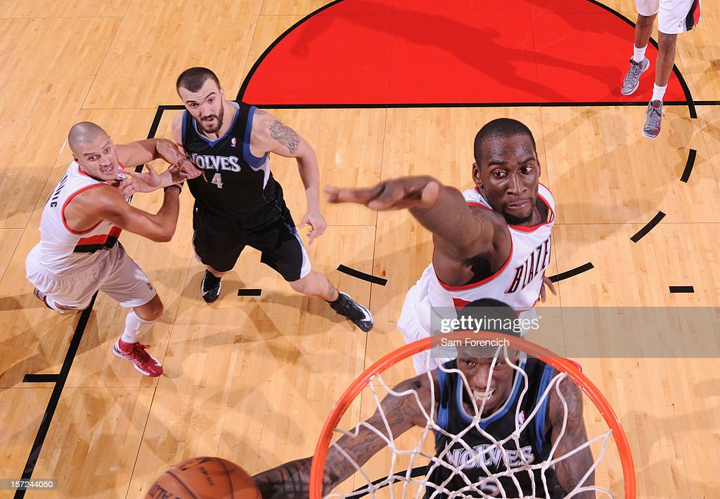 <a gi-track='captionPersonalityLinkClicked' href=/galleries/search?phrase=Josh+Howard&family=editorial&specificpeople=201718 ng-click='$event.stopPropagation()'>Josh Howard</a> #5 of the Minnesota Timberwolves drives to the basket against <a gi-track='captionPersonalityLinkClicked' href=/galleries/search?phrase=J.J.+Hickson&family=editorial&specificpeople=4226173 ng-click='$event.stopPropagation()'>J.J. Hickson</a> #21 of the Portland Trail Blazers on November 23, 2012 at the Rose Garden Arena in Portland, Oregon.