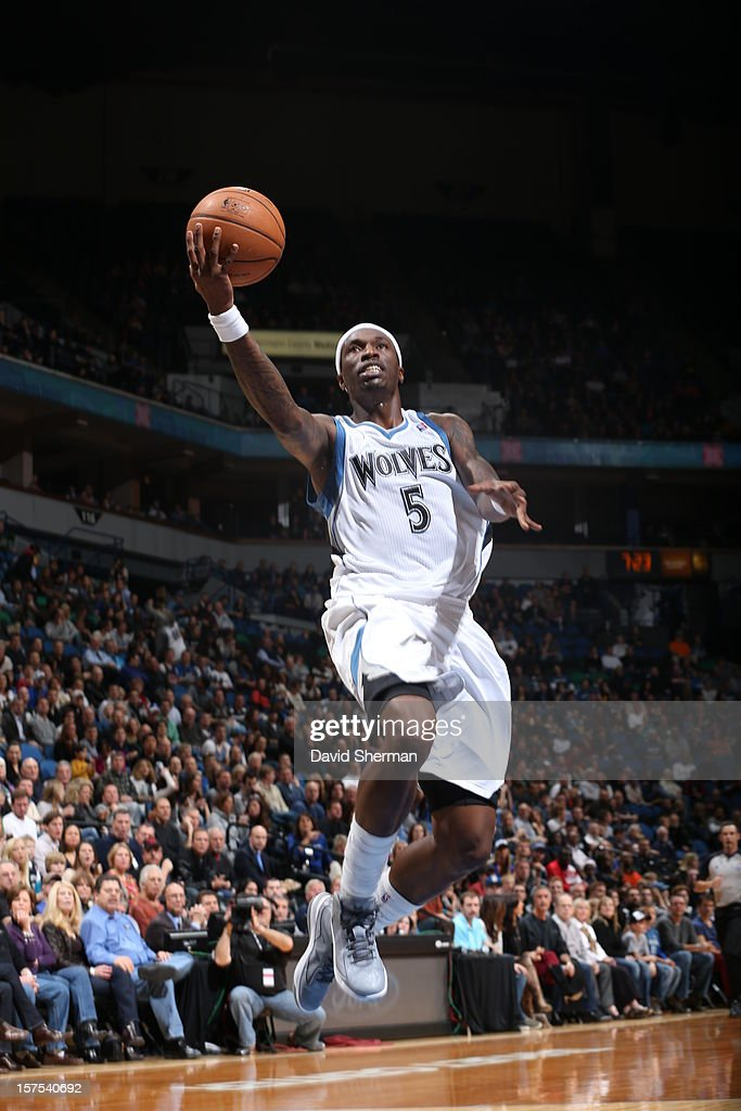 Josh Howard #5 of the Minnesota Timberwolves shoots against the Milwaukee Bucks during the game on November 30, 2012 at Target Center in Minneapolis, Minnesota.