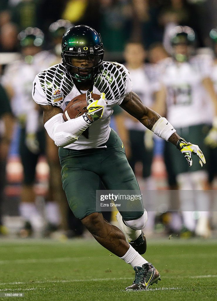 Josh Huff #1 of the Oregon Ducks carries the ball against the Kansas State Wildcats during the Tostitos Fiesta Bowl at University of Phoenix Stadium on January 3, 2013 in Glendale, Arizona.