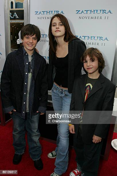 Josh Hutcherson Kristen Stewart and Jonah Bobo