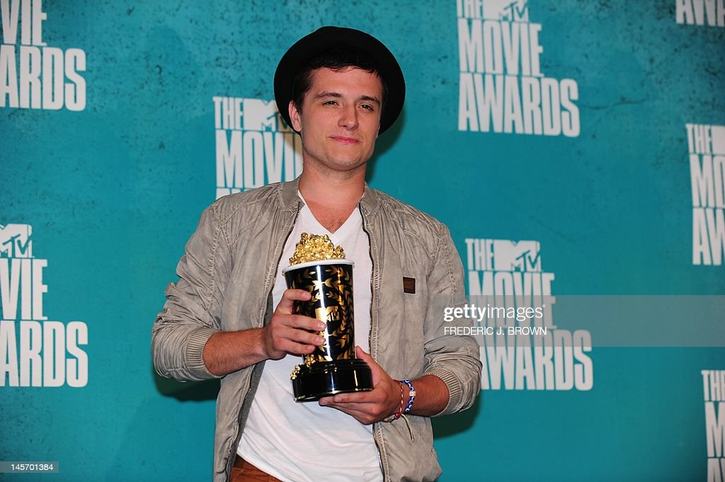 Josh Hutcherson poses with his award for 'Best Male Performance' for his role in 'The Hunger Games,' in the press room at the MTV Movie Awards at Universal Studios, in Los Angeles, California, on June 3, 2012. AFP PHOTO / FREDERIC J. BROWN