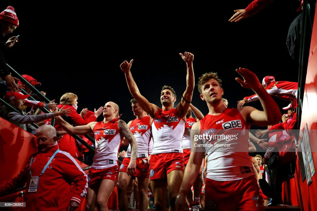 Josh Kennedy of the Swans and team mates thank fans after winning the round 23 AFL match between the Sydney Swans and the Carlton Blues at Sydney Cricket Ground on August 26, 2017 in Sydney, Australia.