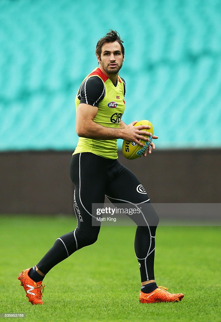 Josh Kennedy of the Swans looks upfield during a Sydney Swans AFL training session at Sydney Cricket Ground on May 31, 2016 in Sydney, Australia.