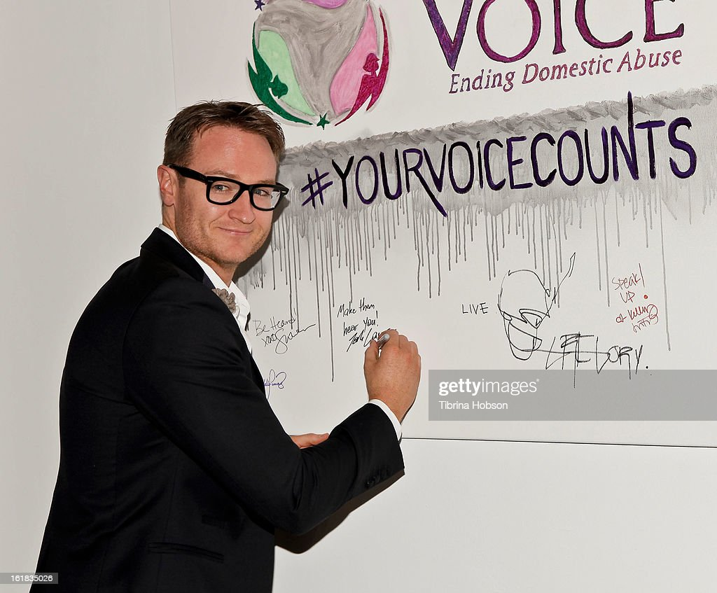 Josh Lawson attends Linda's Voice joining with 'The Vagina Monologues' One Billion Rising Campaign at Voice's Unsilenced Live Art Auction at LAB ART on February 16, 2013 in Los Angeles, California.