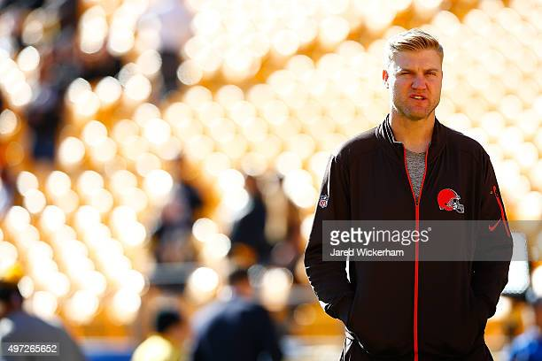 Josh McCown of the Cleveland Browns on the field before the start of the game against the Pittsburgh Steelers at Heinz Field on November 15 2015 in...