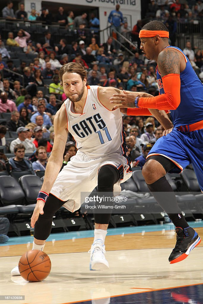 Josh McRoberts #11 of the Charlotte Bobcats drives to the basket against Carmelo Anthony #7 of the New York Knicks at the Time Warner Cable Arena on November 8, 2013 in Charlotte, North Carolina.
