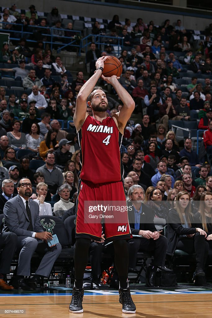 Miami Heat v Milwaukee Bucksの...