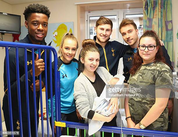 Josh Onomah Josie Green Ben Davies and Christian Eriksen of Tottenham Hotspur deliver Christmas presents to Children at Barnet Hospital on December...