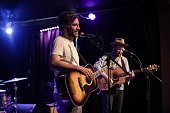 Radnor and Lee Perform At The Federal Bar