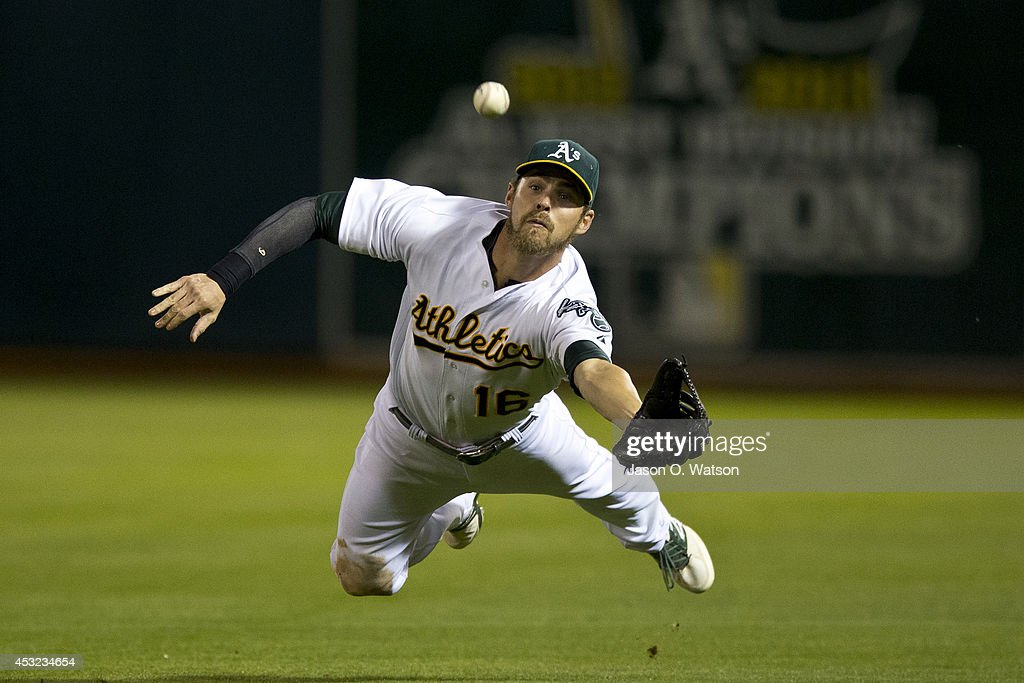 <a gi-track='captionPersonalityLinkClicked' href=/galleries/search?phrase=Josh+Reddick&family=editorial&specificpeople=5746348 ng-click='$event.stopPropagation()'>Josh Reddick</a> #16 of the Oakland Athletics catches and then drops a fly ball hit off the bat of Evan Longoria (not pictured) of the Tampa Bay Rays for a single during the fifth inning at O.co Coliseum on August 5, 2014 in Oakland, California.
