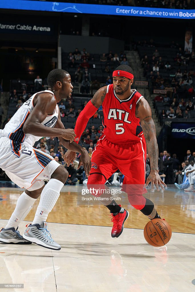 Josh Smith #5 of the Atlanta Hawks drives to the basket against the Charlotte Bobcats at the Time Warner Cable Arena on January 23, 2013 in Charlotte, North Carolina.