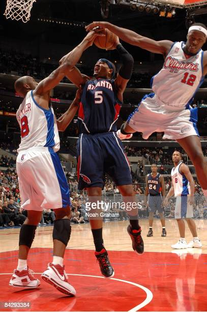 Josh Smith of the Atlanta Hawks goes to the basket against Brian Skinner and Al Thornton of the Los Angeles Clippers at Staples Center on January 14...