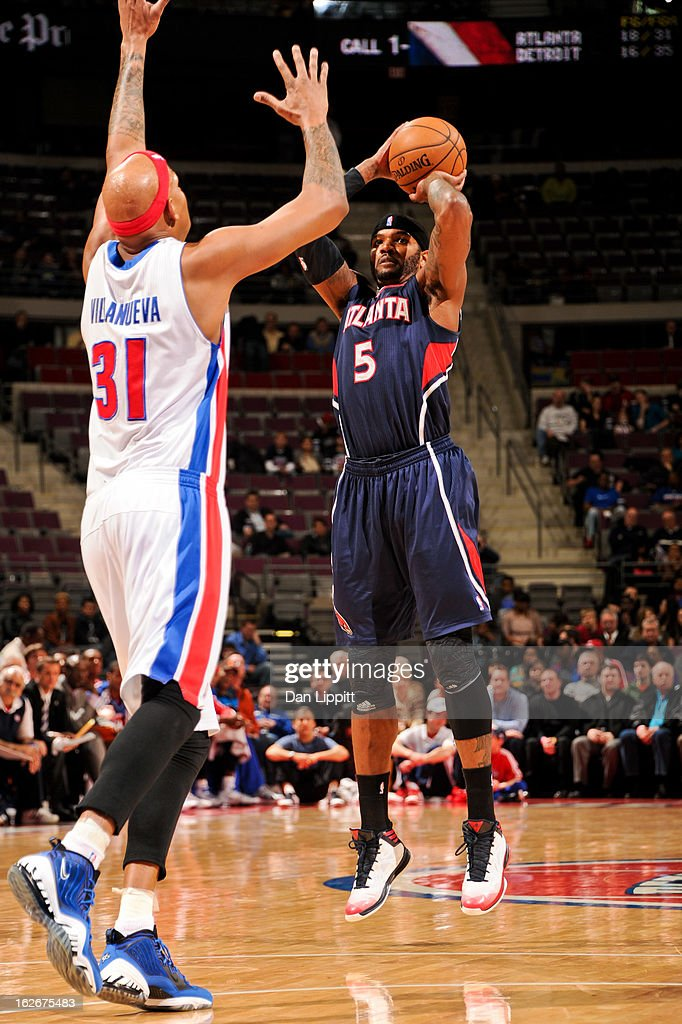 Josh Smith #5 of the Atlanta Hawks shoots a three-pointer against Charlie Villanueva #31 of the Detroit Pistons on February 25, 2013 at The Palace of Auburn Hills in Auburn Hills, Michigan.
