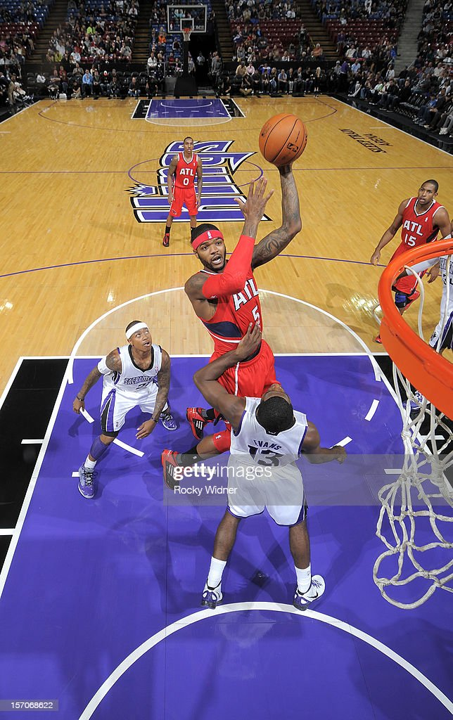 Josh Smith #5 of the Atlanta Hawks shoots the ball over Tyreke Evans #13 of the Sacramento Kings on November 16, 2012 at Sleep Train Arena in Sacramento, California.