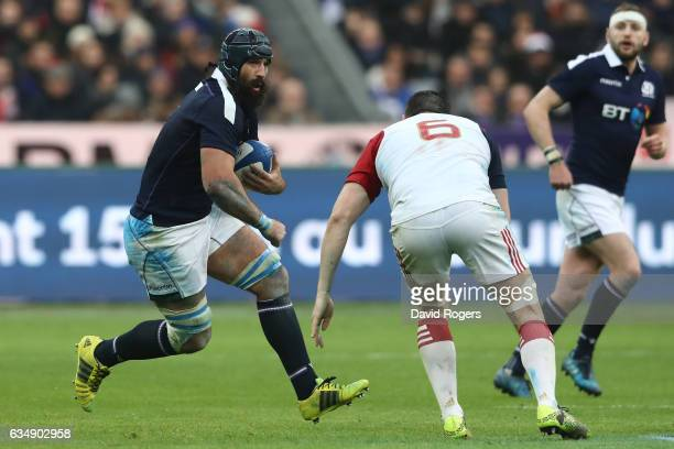 Josh Strauss of Scotland charges towards Loann Goujon of France during the RBS Six Nations match between France and Scotland at Stade de France on...